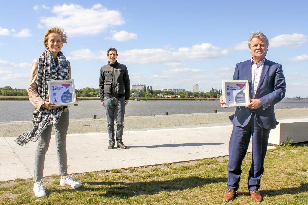 Schepen Annick De Ridder (stad Antwerpen), Jan Vilain (juryvoorzitter) en Chris Danckaerts (De Vlaamse Waterweg). Winnend project Prijs Publieke Ruimte 2020: Scheldekaaien Antwerpen